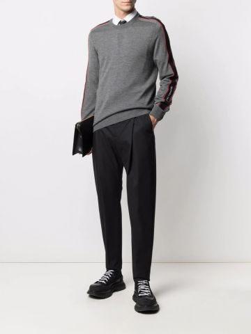 Maglione grigio con banda logo