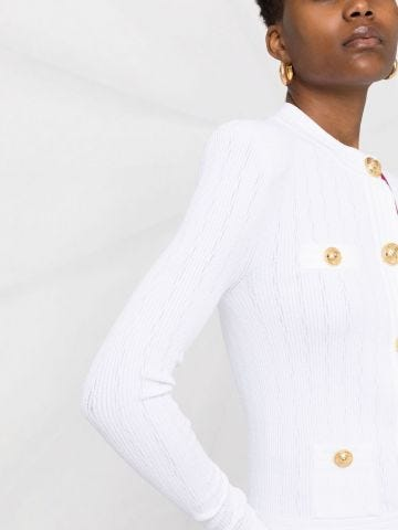 Cardigan taglio corto in maglia bianca con bottoni dorati