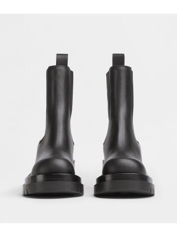 Vegetally-tanned leather Chelsea Lug boots