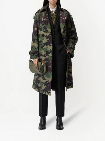 Trench con stampa camouflage