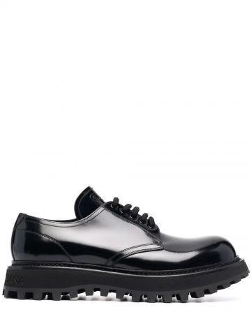 Black trekking derby shoes