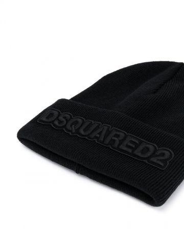 Black logo patch ribbed beanie