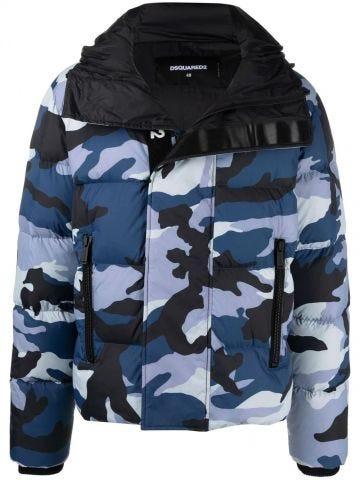 Piumino con stampa camouflage blu