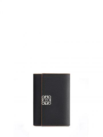 Portafoglio Anagram piccolo verticale in pelle di vitello martellata nera