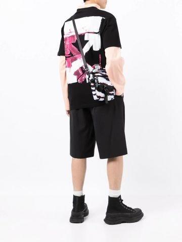 Black short-sleeved T-shirt