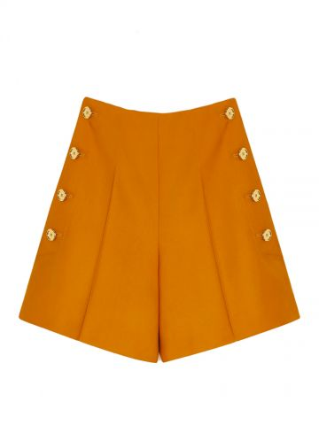 Iconic shorts in gingerbread-colored recycled wool sergé