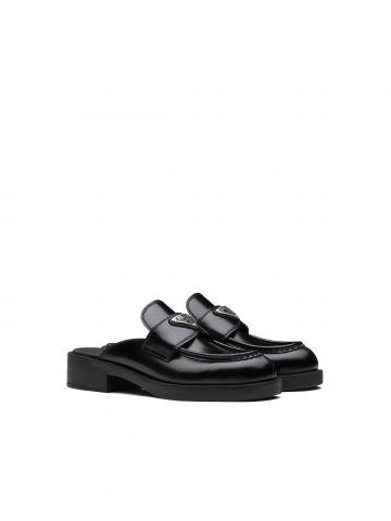 Sabot in black brushed leather