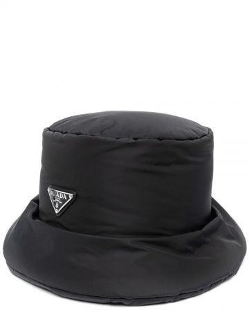 Cappello a secchiello in Re-Nylon nero con logo