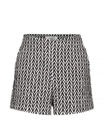 Shorts in Optical Bouclé