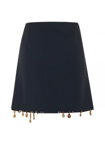 Minigonna in raso nero con ciondoli