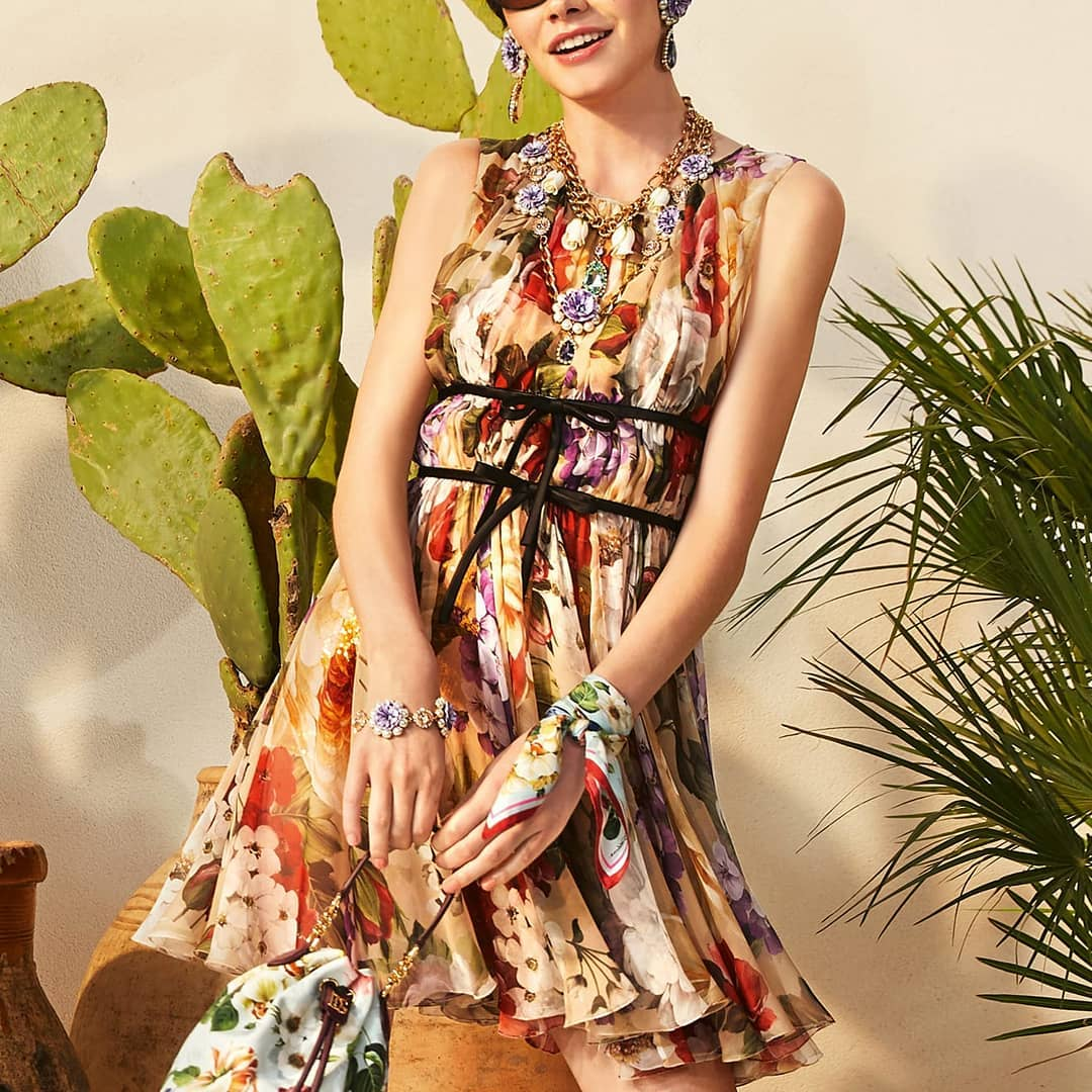 Floral touch @genteroma @dolcegabbana   Dolce & Gabbana Floral-print chiffon dress available on genteroma.com and in our boutiques.  #GenteRoma #DolceGabbana #SS20