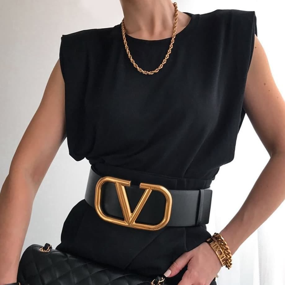 Statement accessories @genteroma @maisonvalentino   Valentino Garavani #VLOGO belt available on genteroma.com and in our boutiques.  #GenteRoma #ValentinoGaravani #SS20