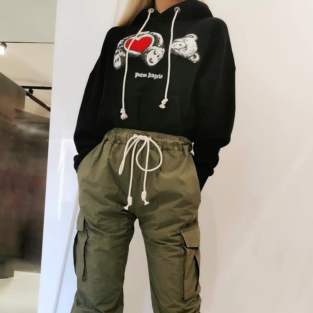 Urban inspired  @genteroma @palmangels   Palm Angels Bear in Love hoodie and cargo trousers available on genteroma.com  #GenteRoma #PalmAngels #SS21