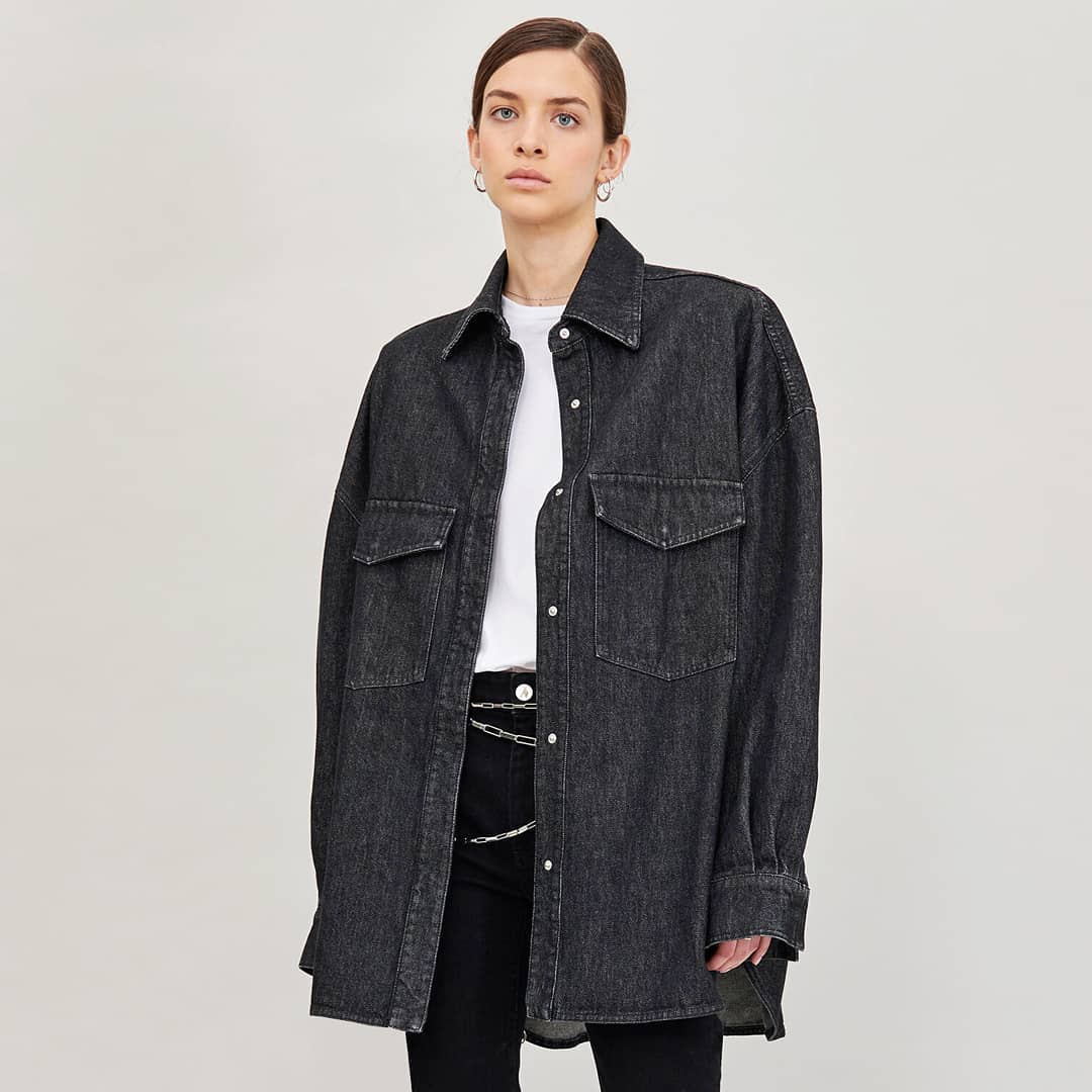 Daily casual @genteroma @the_attico   The Attico oversize denim shirt available on genteroma.com and in our boutiques.  #GenteRoma #TheAttico #SS21