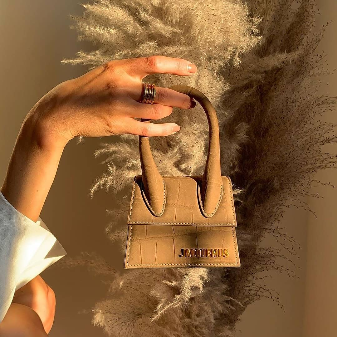 Shade of beige  @genteroma @jacquemus   Jacquemus Le Chiquito bag available on genteroma.com and in our boutiques.  #GenteRoma #Jacquemus #FW20