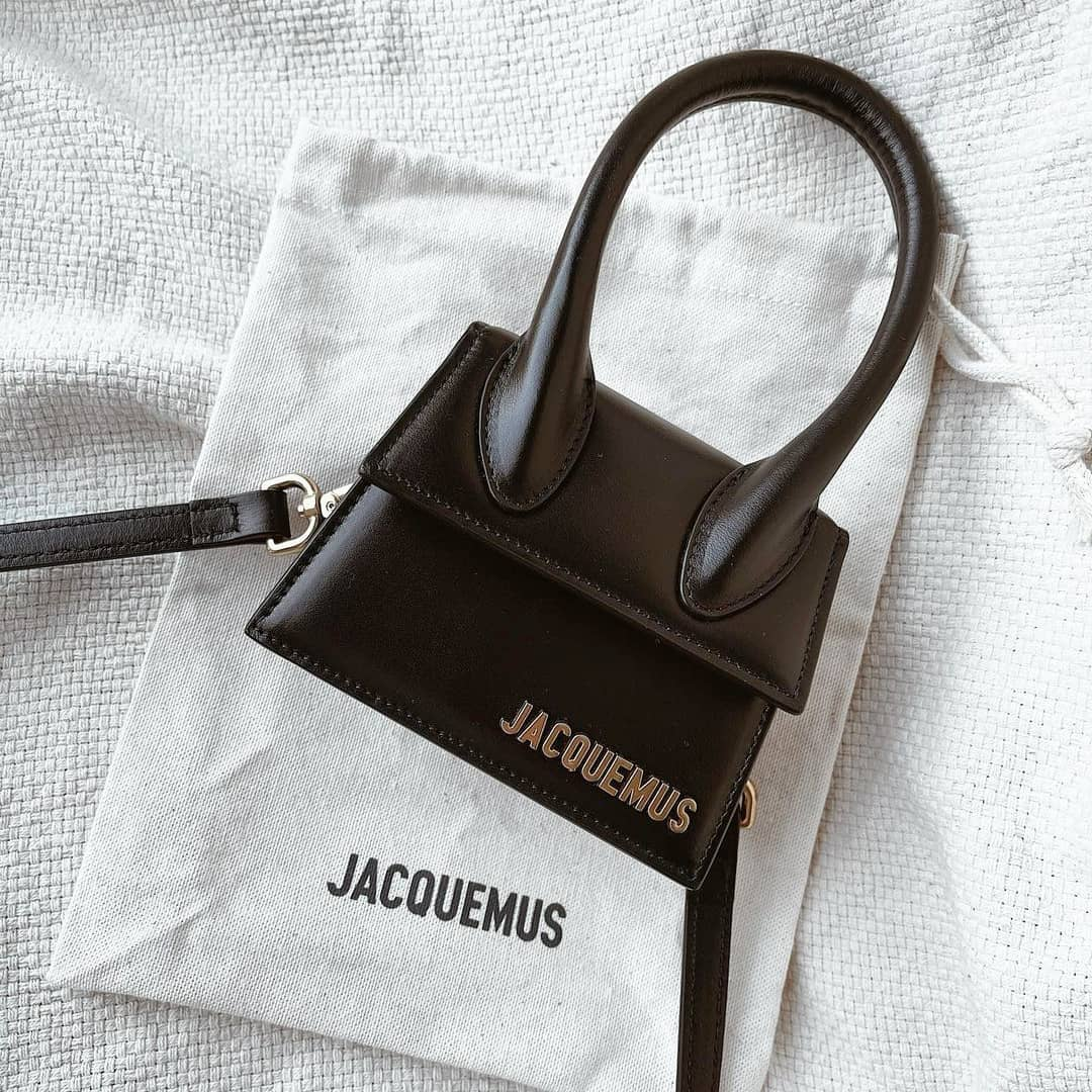 Instant icon  @genteroma @jacquemus   Jacquemus Le Chiquito mini bag available on genteroma.com  #GenteRoma #Jacquemus #SS21