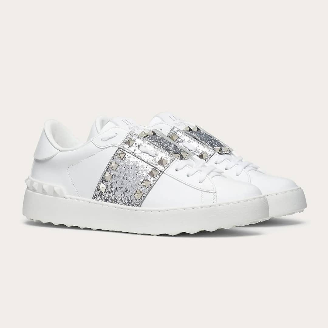 Sporty chic @genteroma @maisonvalentino   Valentino Garavani Rockstud Untitled sneakers available on genteroma.com and in our boutiques.  #GenteRoma #ValentinoGaravani #FW20