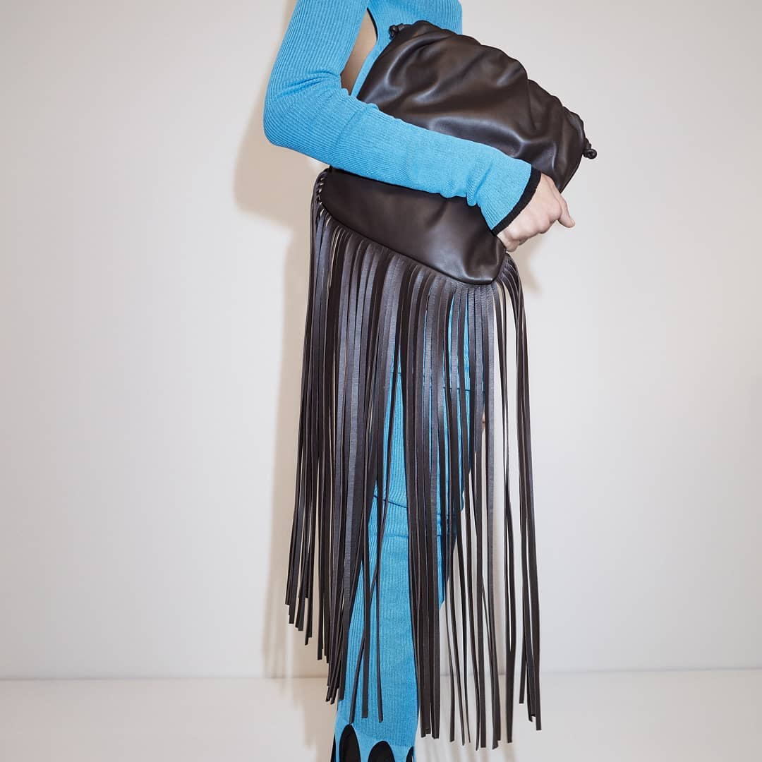 Oversized fringe  @genteroma @bottegaveneta   Bottega Veneta The Fringe Pouch available on genteroma.com and in store at Via del Babuino, 77.  #GenteRoma #BottegaVeneta #FW20
