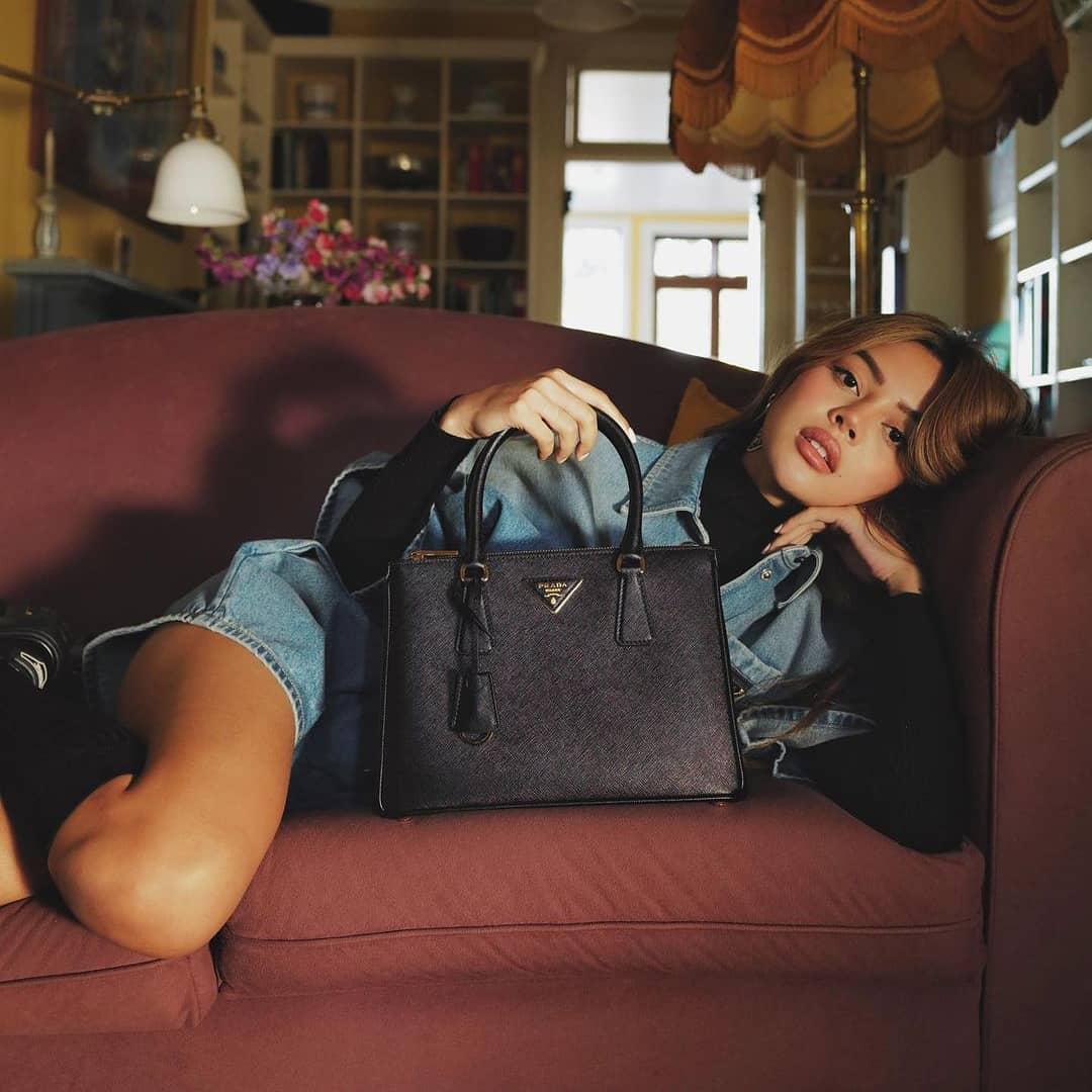 A neo-classic archetype  @genteroma @prada   #PradaGalleria bag available on genteroma.com and in our boutiques.  #GenteRoma #Prada #FW21