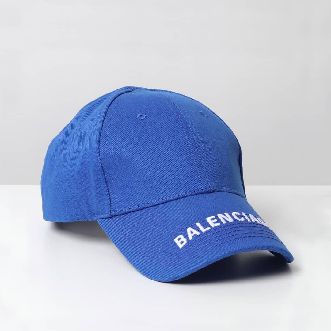 Go casual  @genteroma @balenciaga   Balenciaga Logo cap available in store at Via del Babuino, 185.  #GenteRoma #Balenciaga #SS20