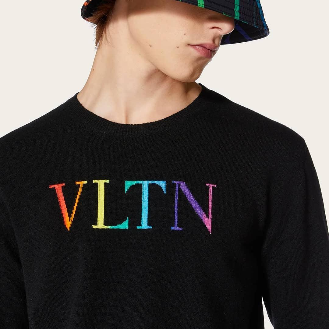 Multicolor logo  @genteroma @maisonvalentino   Valentino Garavani #VLTN crewneck cashmere sweater available on genteroma.com and in store at Via del Babuino, 185.  #GenteRoma #ValentinoGaravani #SS21