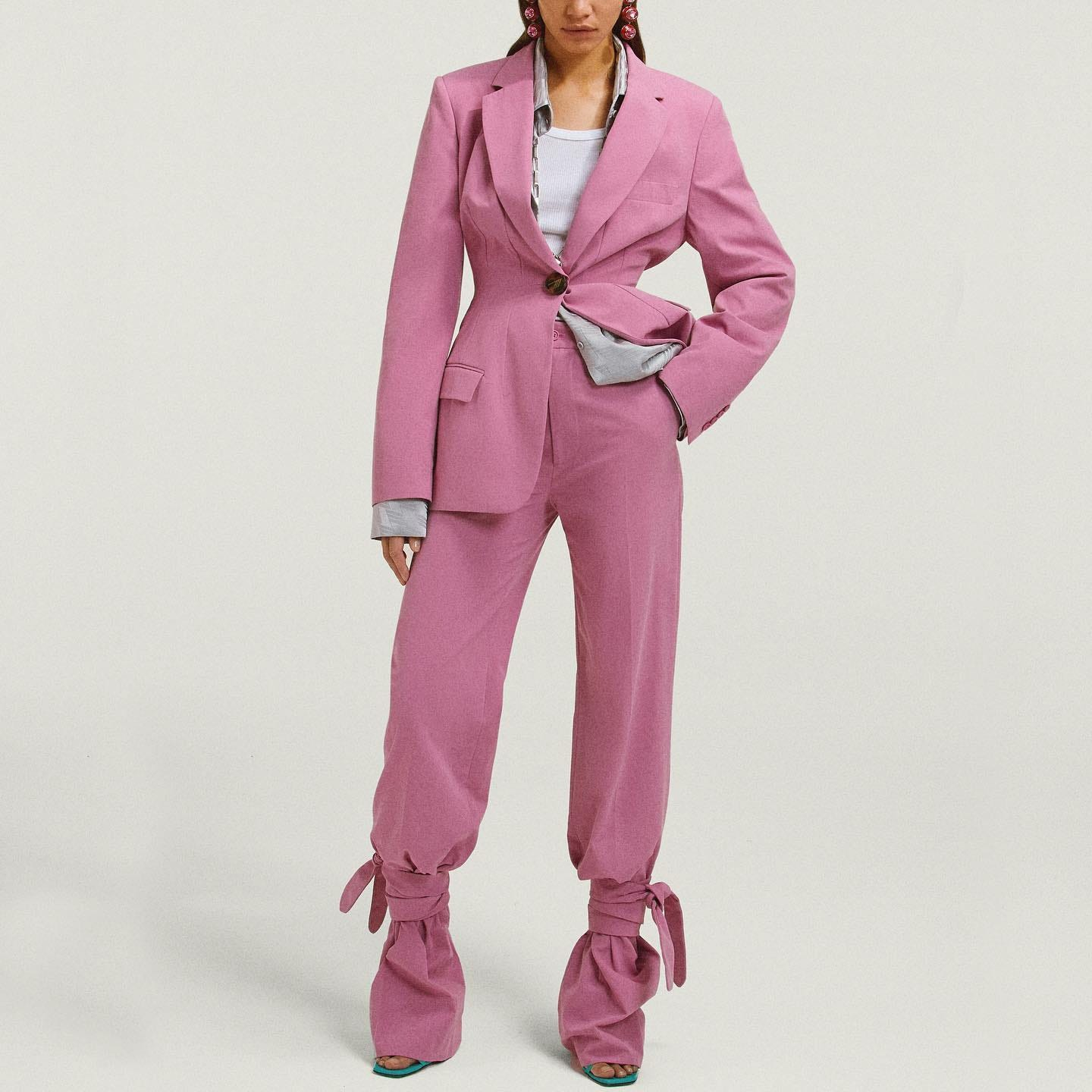 A sensual take @genteroma @the_attico   The Attico Donna orchid pink jacket and pants available on genteroma.com and in store at Via Frattina, 93.   #GenteRoma #TheAttico #FW20