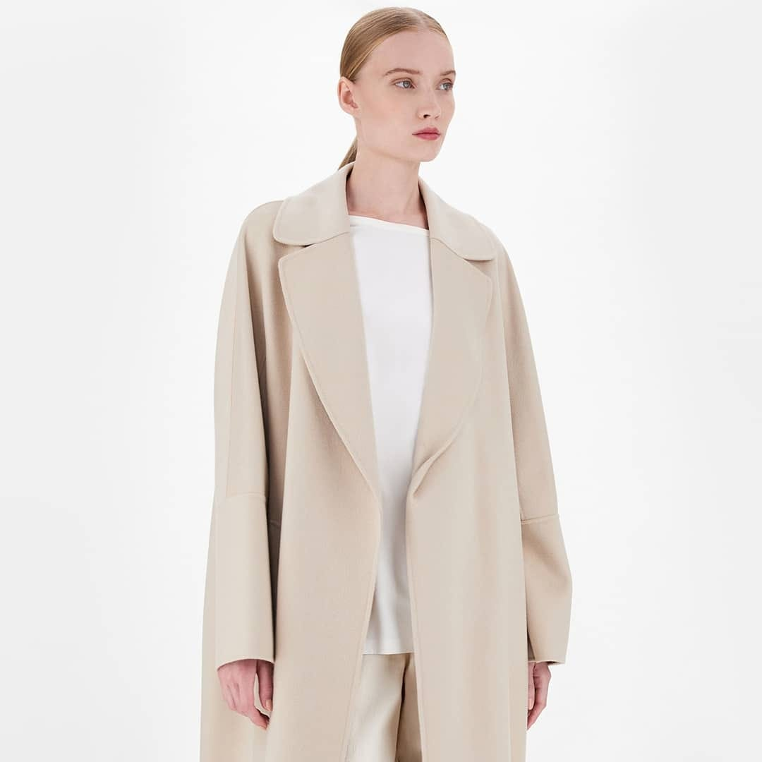 Supremely soft @genteroma @maxmara   Max Mara Long wrap wool coat  available on genteroma.com and in store at Via Frattina, 93.  #GenteRoma #MaxMara #SS21