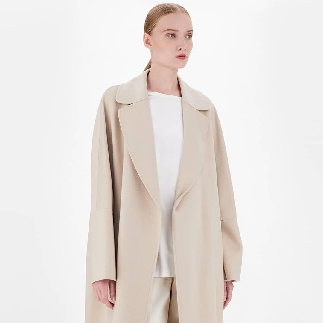 Supremely soft @genteroma @maxmara   Max Mara Long wrap wool coat  available on genteroma.com and in store at Via Frattina, 93.  #GenteRoma #MaxMara #SS21