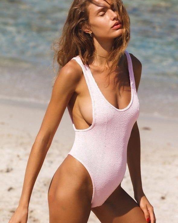 Pastel pink @genteroma @reinaolga_beachwear   Reina Olga Ruby scrunch swimsuit available on genteroma.com and in store at Via del Babuino, 77.  #GenteRoma #ReinaOlga #SS21