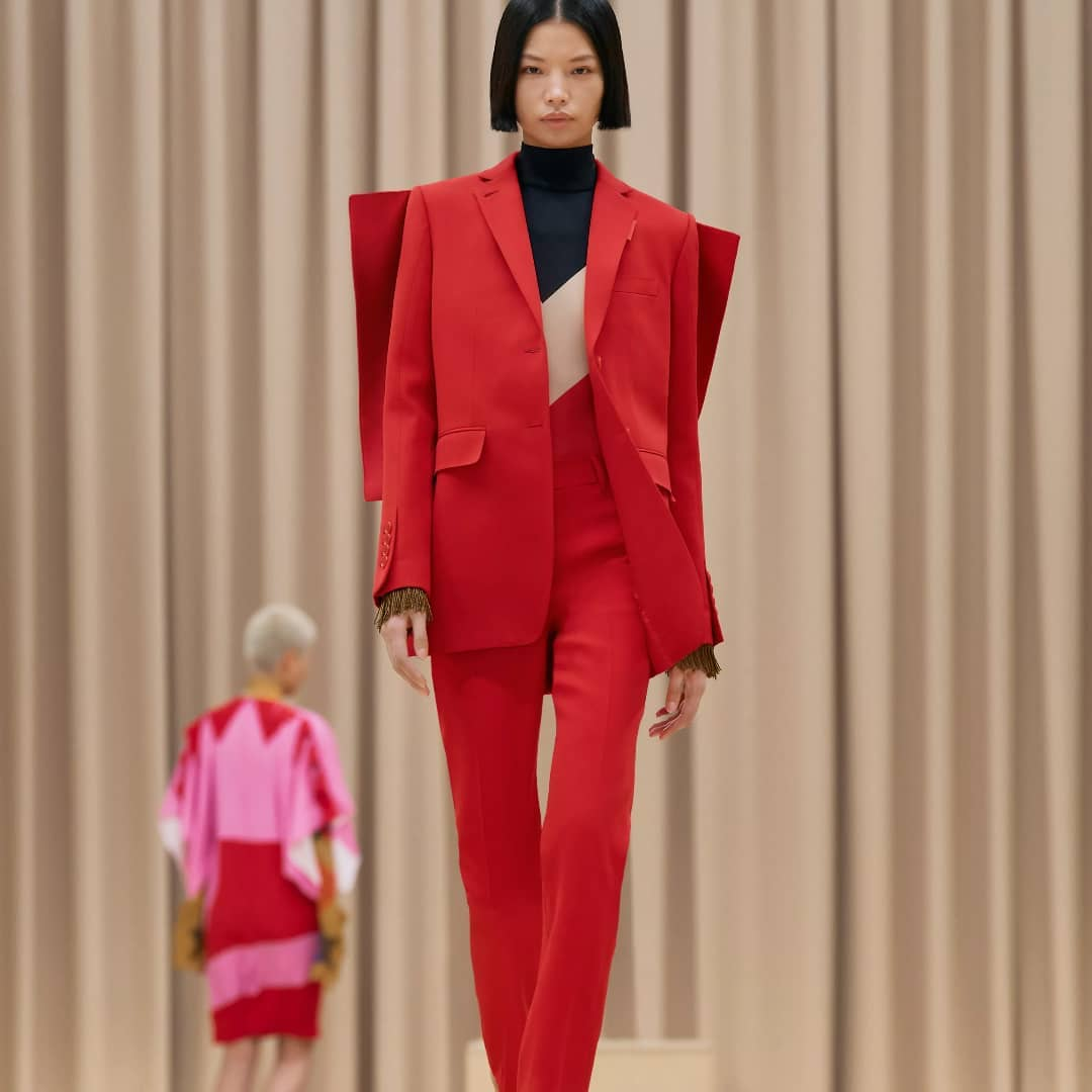 POWER DRESSING: the vibrant shade of red and the sharp silhouette of this @burberry outfit will add a bold touch to your suiting rotation.  Red blazer and pant available on genteroma.com and in our boutiques.  #GenteRoma #Burberry #FW21