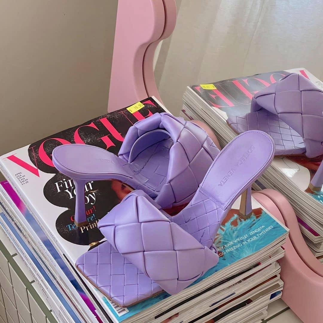 Shade of lilac  @genteroma #BottegaVeneta   Bottega Veneta The Lido sandals available on genteroma.com and in store at Via del Babuino, 77.  #GenteRoma #BottegaVeneta #SS21
