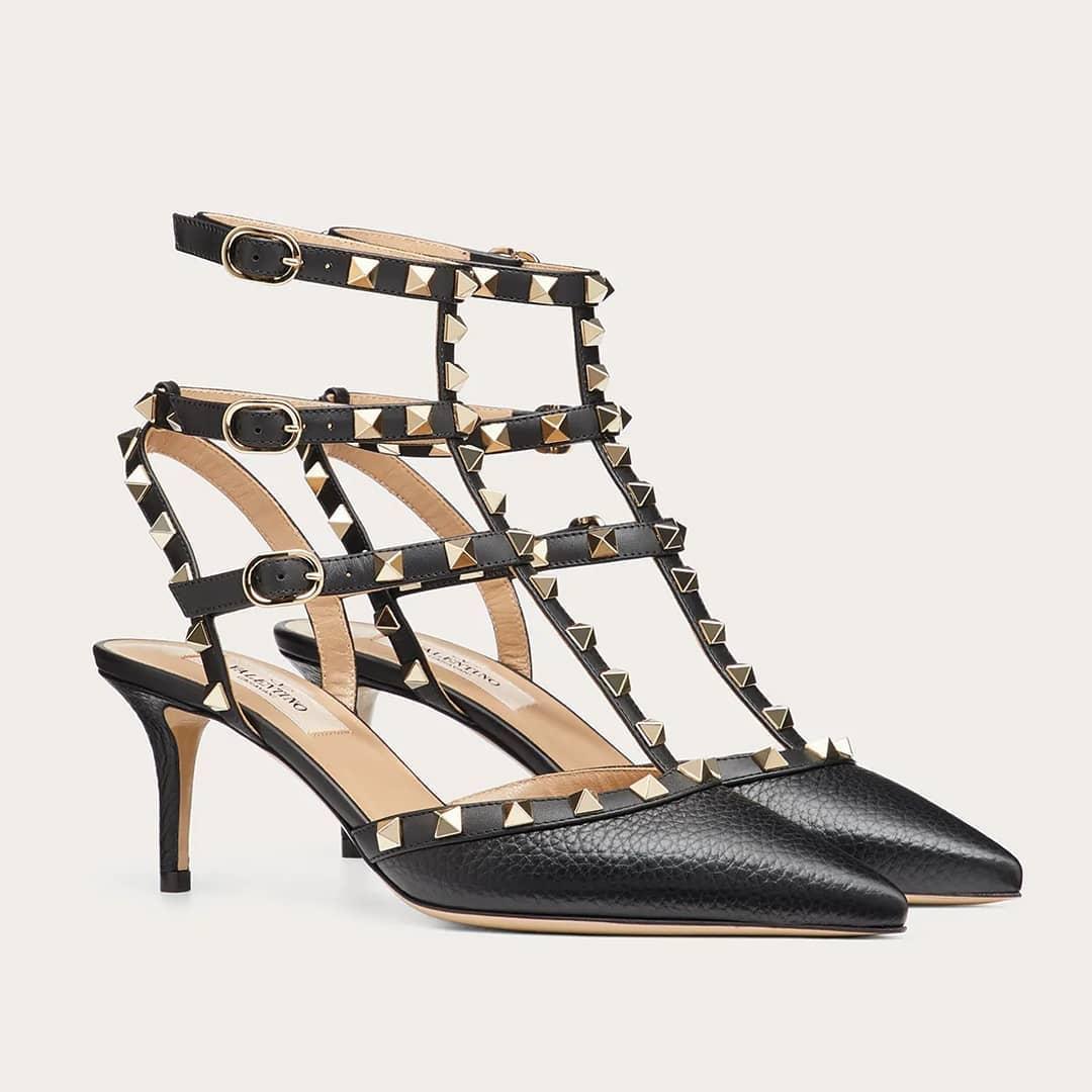 Rock elegance @genteroma @maisonvalentino   Valentino Garavani Rockstud ankle strap pump available in our boutiques.  #GenteRoma #ValentinoGaravani #FW20