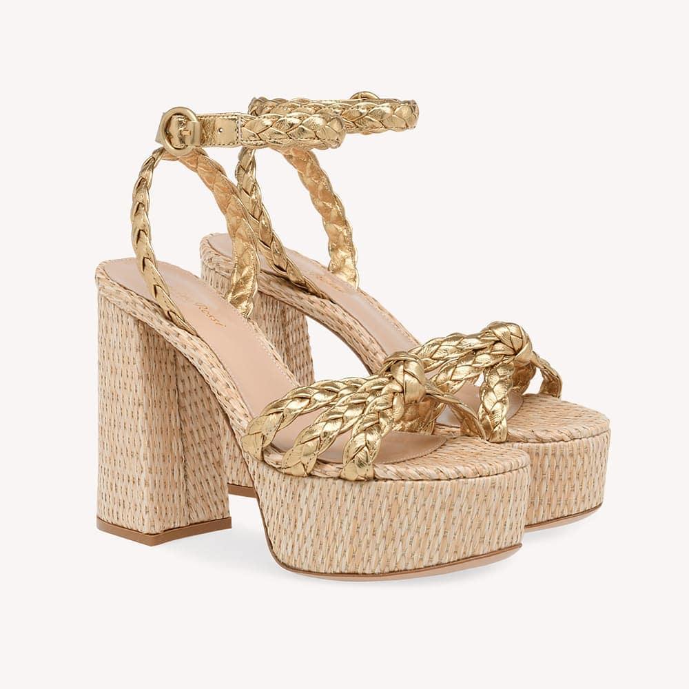 Seventies inspired  @genteroma @gianvitorossi   Gianvito Rossi Kea sandals available on genteroma.com and in our boutiques.  #GenteRoma #GianvitoRossi #SS20