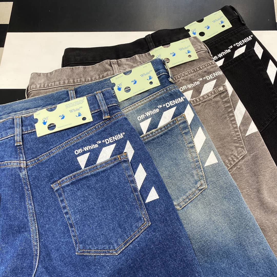 Streetwear staples @genteroma @off____white   Off-White slim denim pants available on genteroma.com and in store at Via del Babuino, 185.  #GenteRoma #OffWhite #FW20