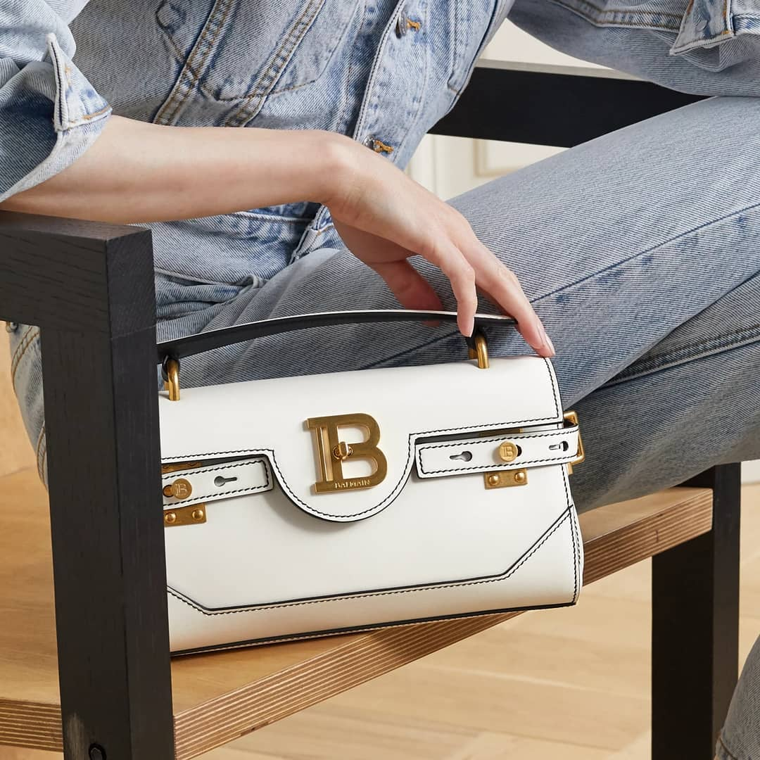 Baguette silhouette @genteroma @balmain   Balmain BBUZZ 26 Baguette bag available in store at Via del Babuino, 77.  #GenteRoma #Balmain #FW20