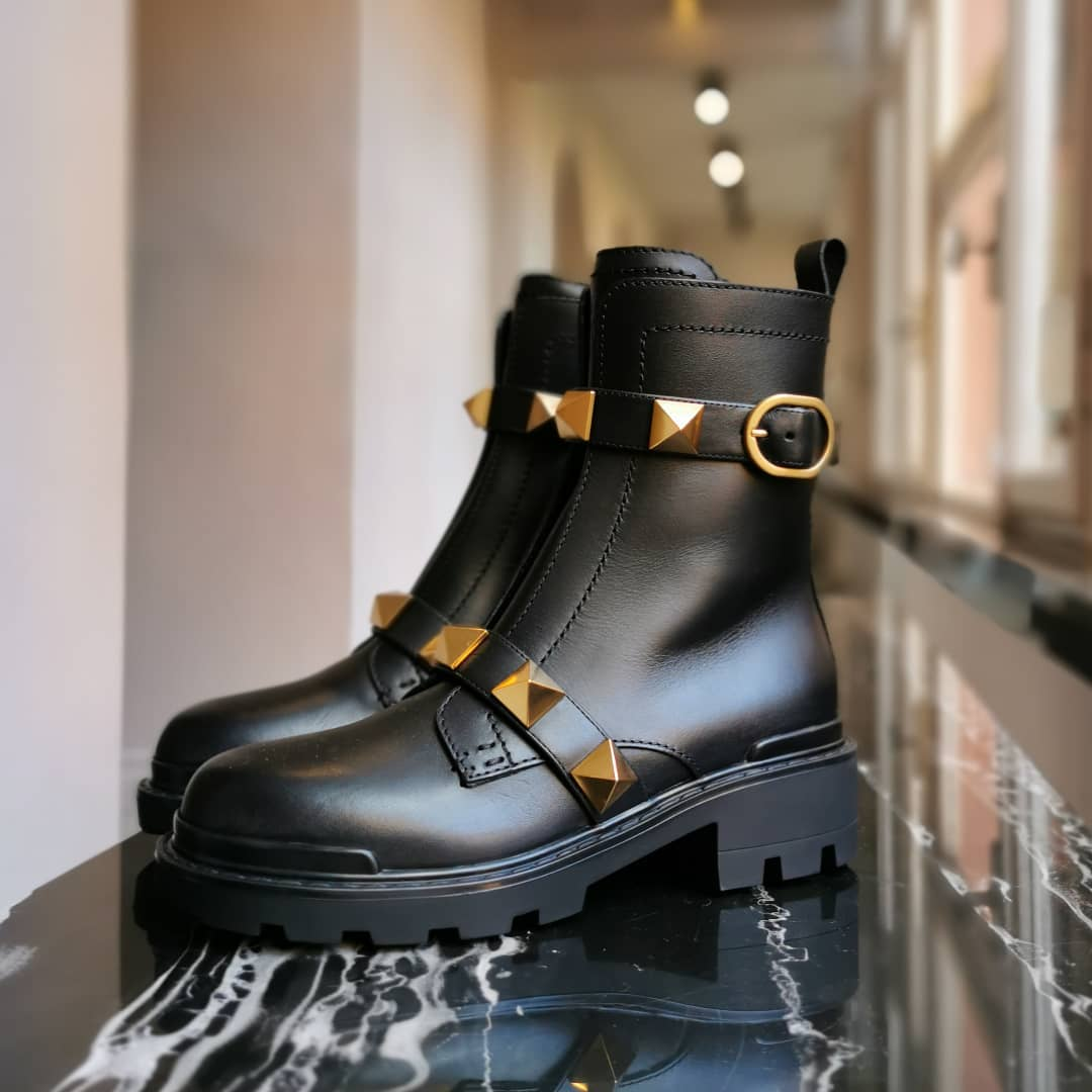 STUDDED STATEMENT: combat boots arecool and practical - step into the new season with this eye-catching @maisonvalentino bootsfinished with label-signature#RomanStud.  Available on genteroma.com and in our boutiques.  #GenteRoma #ValentinoGaravani #FW21