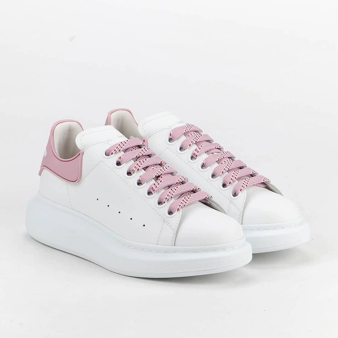 Pastel color  @genteroma @alexandermcqueen   Alexander McQueen Oversized sneakers available on genteroma.com and in our boutiques.  #GenteRoma #AlexanderMcqueen #FW20