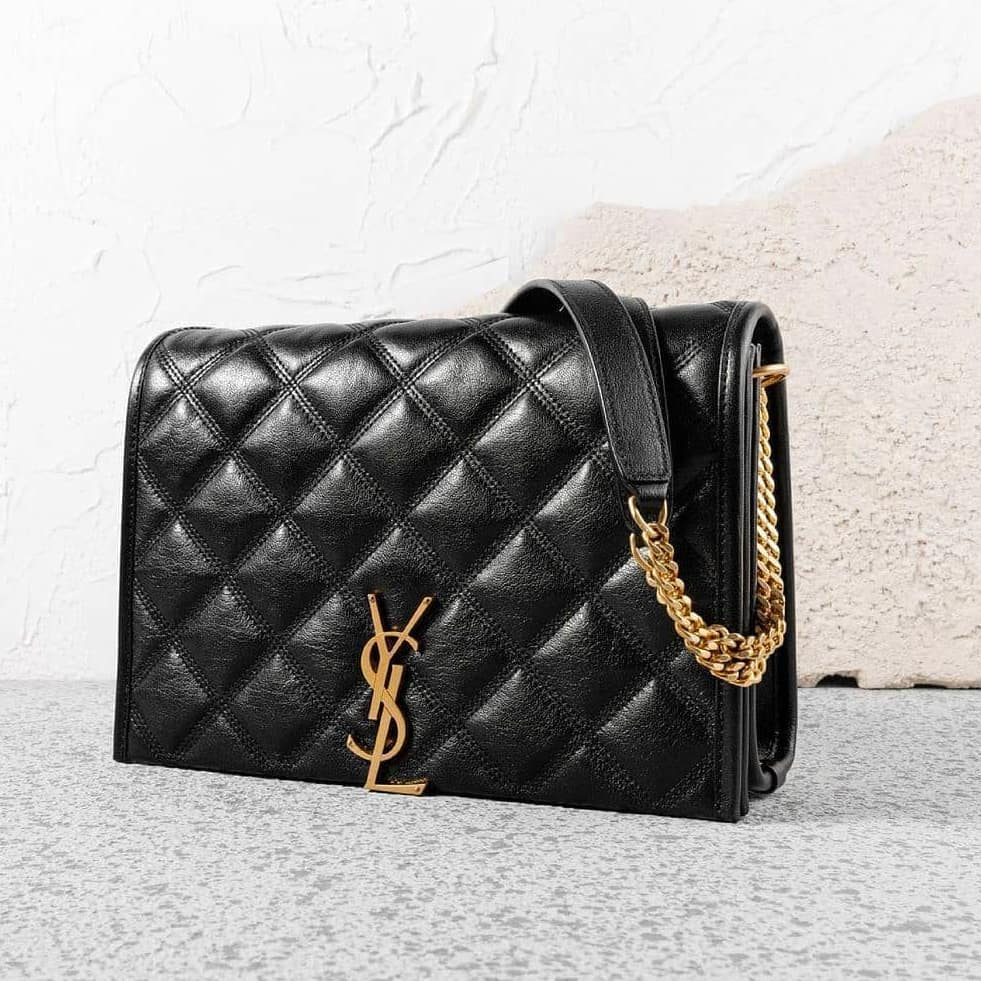 Magnetic allure  @genteroma @ysl   Saint Laurent Becky small chain bag available on genteroma.com and in our boutiques.  #GenteRoma #SaintLaurent #SS21