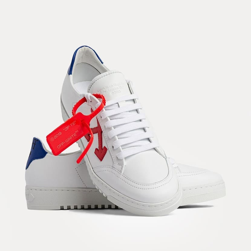 Urban culture @genteroma @off____white   Off-White Arrows 2.0 sneakers available on genteroma.com and in store at Via del Babuino, 77.  #GenteRoma #OffWhite #SS21