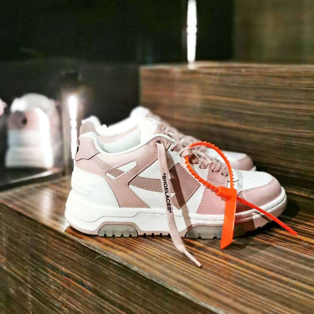 Pink Arrow  @genteroma @off____white   Off-White Out Of Office sneakers available in our boutiques.  #GenteRoma #OffWhite #SS21