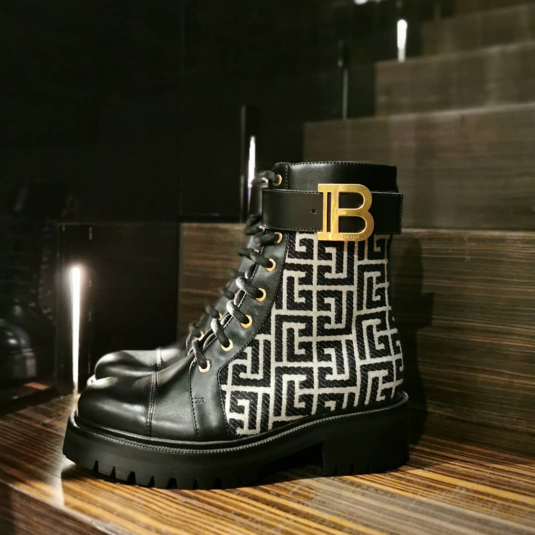 BE BOLDER: @balmain channels a utilitarian look with these Ranger combat boots.Designed with the house's signature labyrinth pattern, these ankle boots will not go unnoticed.  Available ongenteroma.comand in store at Via del Babuino, 77.  #GenteRoma #Balmain #FW21